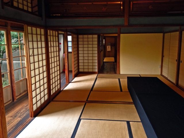 Phrases related to tatami Long and close relationship between Japanese people and tatami