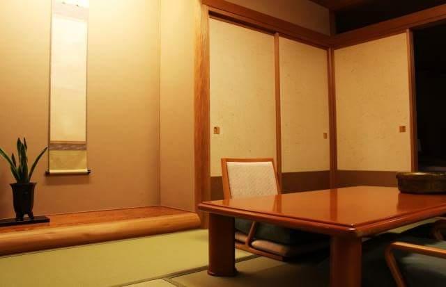 Opening and closing Fusuma
