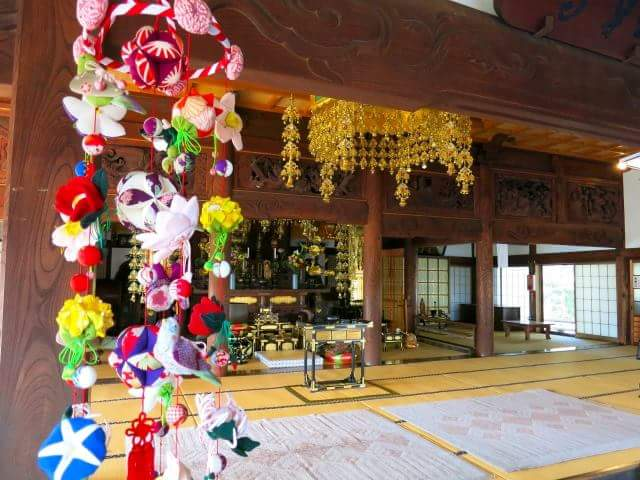 Large Tatami room of shrines and temples Open to public for emergency situation