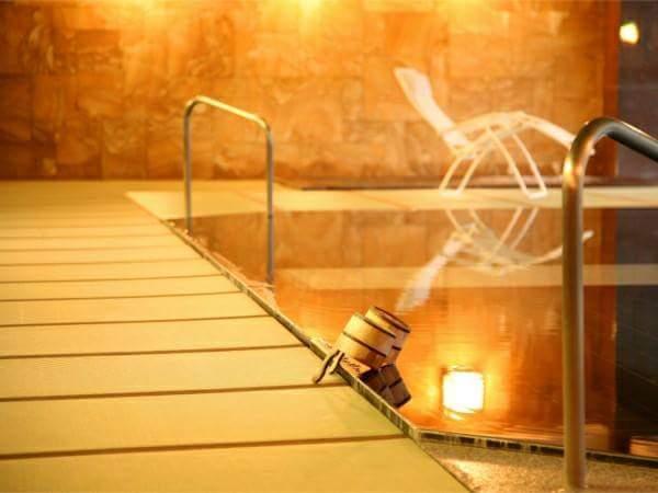 The hotel having a tatami bathroom with 100 tatamis Hida hot spring Ogawaya
