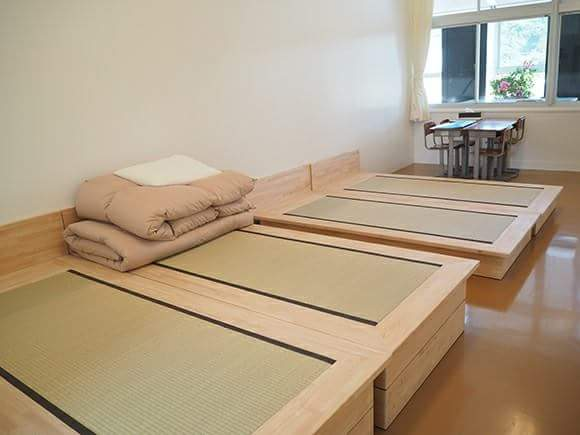 """Be comfortable with the  """"tatami bed""""! Let's stay at an elementary school!!"""