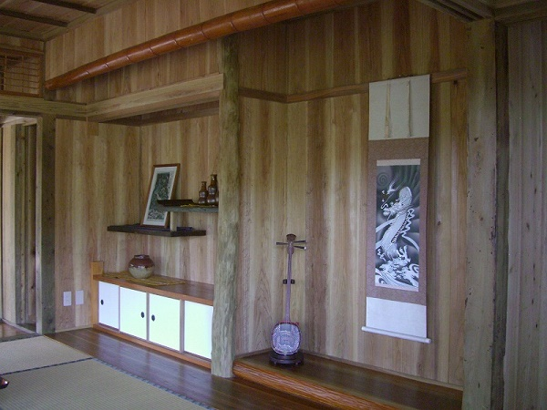 """Using old fold houses and enjoying fully  """"Okinawa world"""" History in Okinawa shown by a Japanese traditional room"""