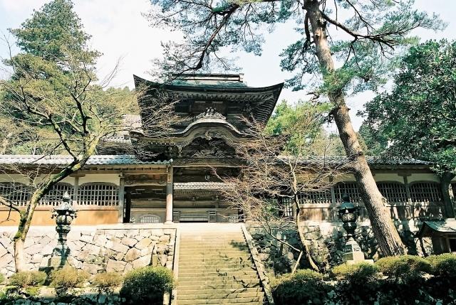 Maruoka-jo castle and Eihei-ji temple Cultural experience as Japan to feel nature