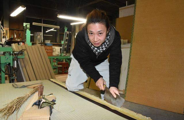 Active tatami craftswomen