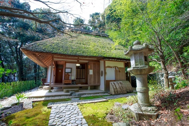 "A thatched-roofed Japanese house Loved view and  ""Genju-an""  by Basho"