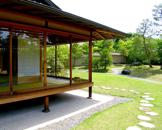 "The Japanese room to see the world heritage The Japanese garden ""Koko-en"" and Himeji-jo Castle"
