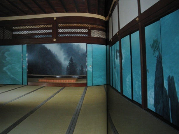 The oldest tatami and statues of Buddha in Japan The historical and artistic temple in Nara