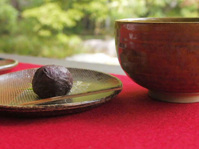 The charms of Japanese tea and Sado (the tea ceremony)Different Japan viewed from the tea room.