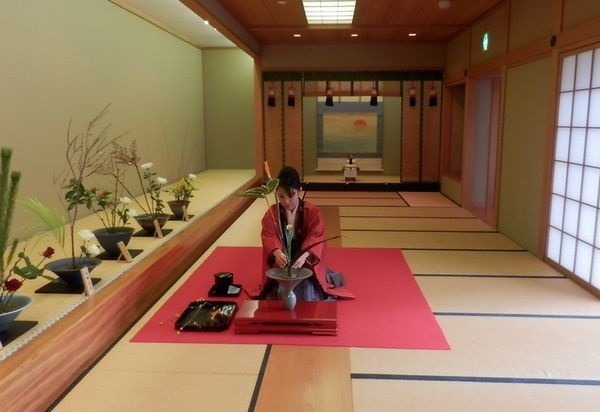 "A Japanese traditional culture ""Kado (flower arrangement)"" Flower arrangement suites with the tatami and the birthplace of it named ""Choho-ji Temple""."
