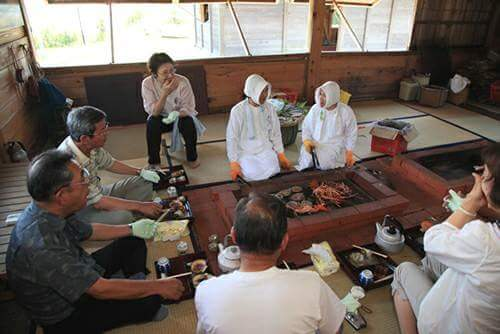 Even popular for people from abroad! Being with Ama-san (fisherwomen) in a tatami floored hut at the seaside