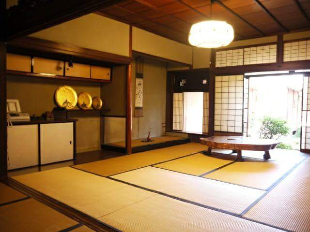 If we have a tatami floored living room, are houseworks easier?