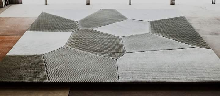 The deformable tatami like the stone pavement