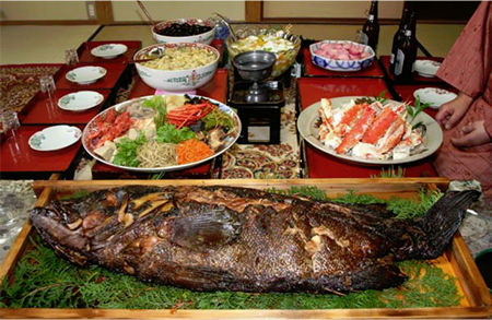 "The brave Hikiyama Various foods lined up on the tatami Feel Japanese traditions in ""Karatsu Kunchi"""