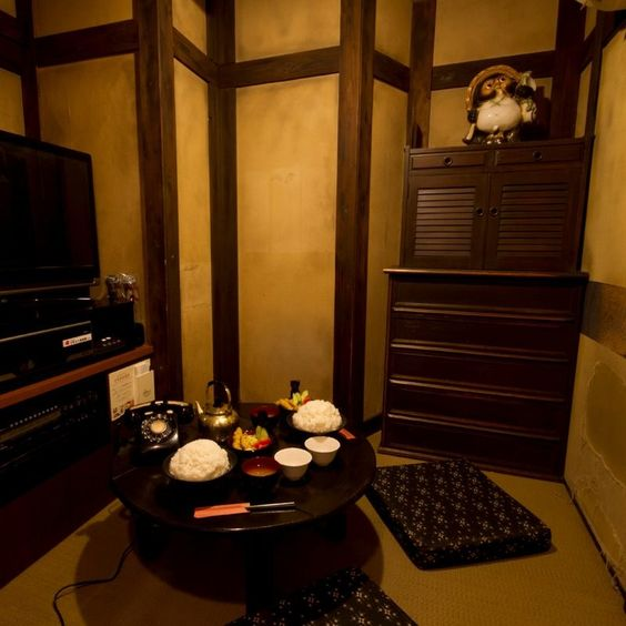Karaoke at the Japanese room Have a traditional Japanese home's atmosphere