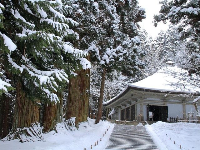 A popular tourist spot to feel Japan    Vol.6 The town of the history and the world heritage Hiraizumi