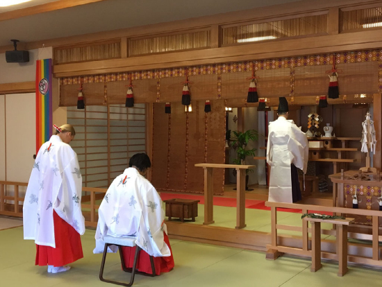 The venus of the shrine Do you want to be a shrine maiden?