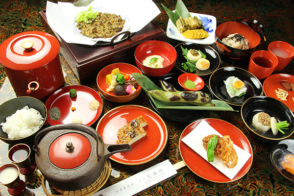 Staying at the temple Shojin-Ryori (vegetarian food) and an experience to be a Buddhist monk