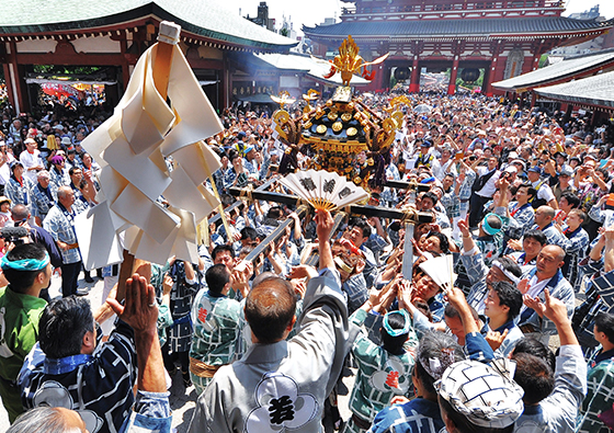 "Let's go to Asakusa in Japan in May ""Sanja Festival"", that brave portable shrines come and go, and luxury ""Japanese tastes"""