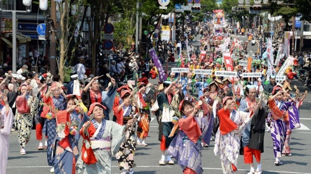 "Fukuoka, fulfilled by the charms of Japan A dancing festival for the citizens ""Hakata Dontaku"", the hot spring with the tatami, a feudal lord's house with historical atmosphere"