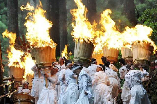 "The world heritage, Kumano Nachi Taisha Shrine Overwhelming power ""Nachi Fire Festival"" and ""Nachi Falls"", and Japanese relaxation of the hot spring surrounded the sea"