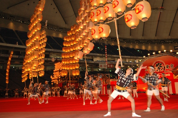 Enjoy Akita in the summer season  Heated atmosphere and powerful craftsmanship in Kantou Festival, elegance of the castle town, and taste of the local