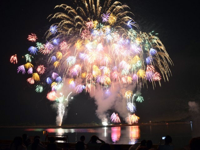 "stay on an island in Inland Kasaoka fireworks with sea winds and ""isolated island"" Kasaoka islands"