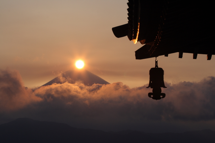 "The Japanese famous mountains that want to go at least once Believed holy mountain, Mt. Shichimen-san The marvelous view ""Diamond Fuji"" and the Japanese relaxation"