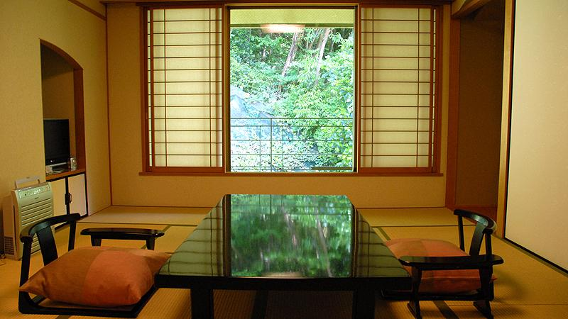 """Kobe, a port town The townscape with an exotic atmosphere and Luminarie """"Arima Onsen Hot Spring"""", the oldest hot spring in Japan"""
