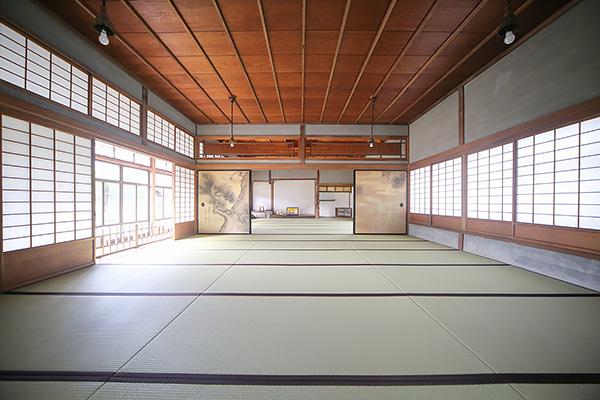 """The dragon running through the surface of the sea"" A mysterious national phenomenon ""Hijikawa Arashi"" and tatami floored ""Hyakujo Zashiki"" The Suenaga's house"