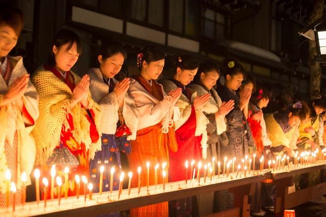 "The night of ""Santera Mairi (visiting three temples)"" in Hida-Furukawa Candle lights illuminating the town, and stay at the old folk house"
