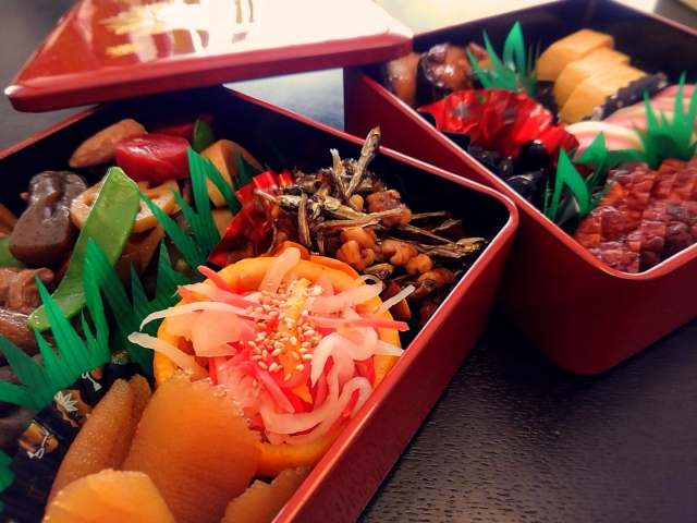 "Traditional ""Osechi-Ryori (Japanese New Year's Dish)"" and new tatami ""Old, good, and original"" New Year of Japan"