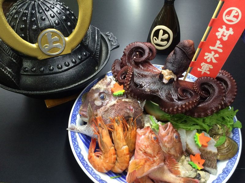 Suigun Hot Pot, fulfilled by seafoods Seto Inland Sea, boasted glory, and Kachidoki (war cry) Hot Pot by Murakami Suigun Navy