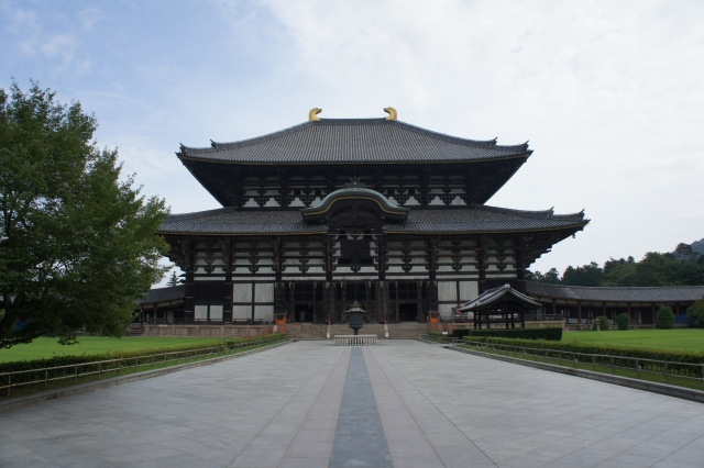 """Temples with the historic atmosphere and """"Shuni-e"""" Visit townhouses and relax at the inn in Nara during the spring"""