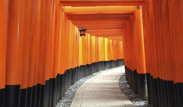 "No.1 for tourists from abroad! ""Fushimi Inari-Taisha"" in Kyoto, visiting breweries, and the historic site ""Teradaya"""