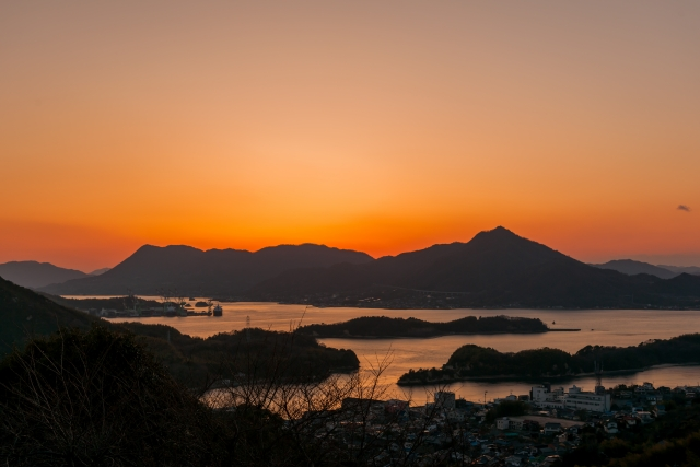 """Tasteful port town with the nature, and the history The start of your journey, """"Shimanami Kaido"""" in Onomichi, Hiroshima"""
